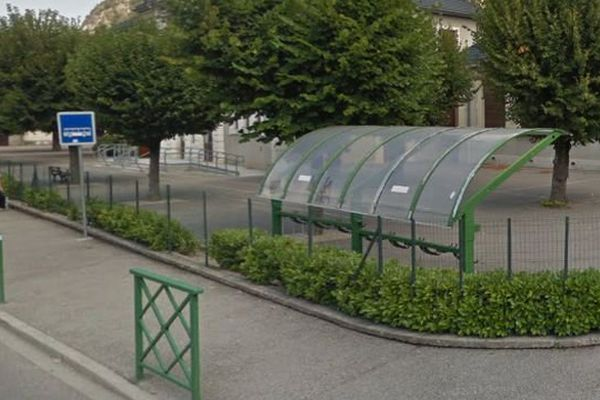Devant l'école de la Monta à Saint-Egrève