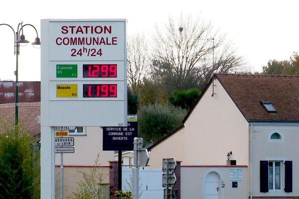 La station-service communale de La Chapelle d'Aligné en Sarthe
