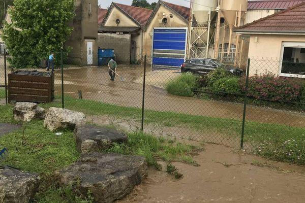Dès que les orages ont commencé vers 16 heures, le 6 juin 2018, l'eau s'est mise à montée et l'usine Sodafom en Isère a vite été inondée.