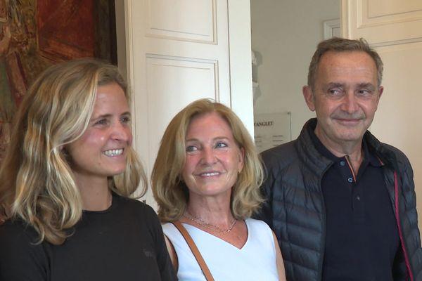 Pauline Ado accompagnée de ses parents pour assister à la réception qui lui était dédiée à la mairie d'Anglet le 17 juin dernier.