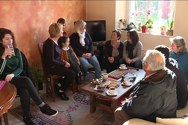 Les habitants du village de Saint-Pierre-la-Cour se mobilise contre l'expulsion d'une famille russe