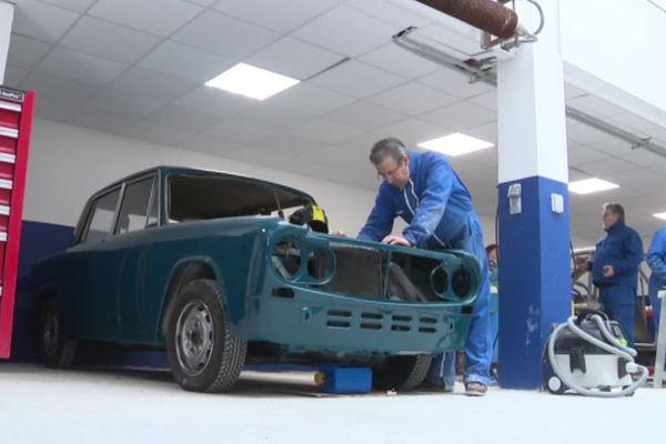 Mende - le CFA propose une formation en restauration de véhicules anciens - 2019.