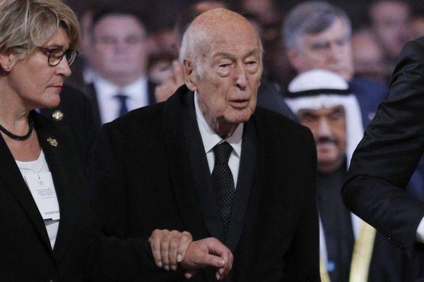 Il s'agit d'une des dernières apparitions publiques de Valéry Giscard d'Estaing, lors des obsèques de Jacques Chirac, en septembre 2019.
