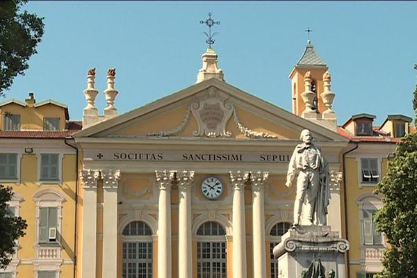 C'est de la place Garibaldi à Nice que l'histoire de la route royale débute