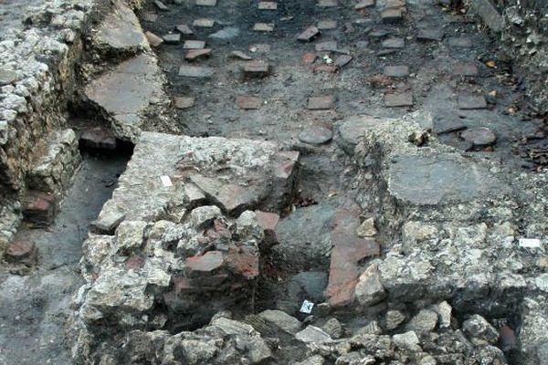 Les fragments découverts sur le site archéologique d'Entrains-sur-Nohain ont été prélevés pour être étudiés au centre archéologique de Dijon.