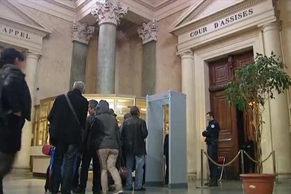 A l'entrée de la cour d'assises de Montpellier