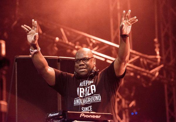 Carl Cox, meilleur DJ du monde à deux reprises, enflammera les plages du Prado en juillet prochain avec ses sets inimitables.