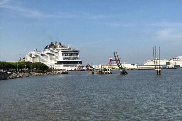Le MSC Virtuosa quitte le port de Saint-Nazaire, le 16 septembre 2020, pour une série d'essais en mer
