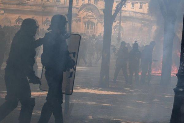 Des policiers dans le secteur des Invalides, mardi lors de la manifestation des soignants (illustration).