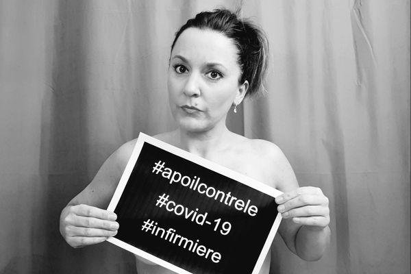 Alexandra, infirmière libérale se met à nu pour protester contre le manque d'équipement auquel le personnel soignant fait face