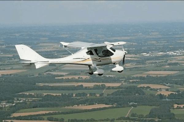C'est à bord de ce type d'ULM qu'un pilote italien a survolé en 2006 la centrale de Flamanville