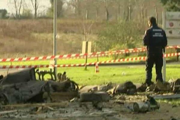 Débris de l'Alphajet qui s'est écrasé le 10 décembre 2014 sur un foyer de personnes handicapées à Vouvray (Indre-et-Loire)