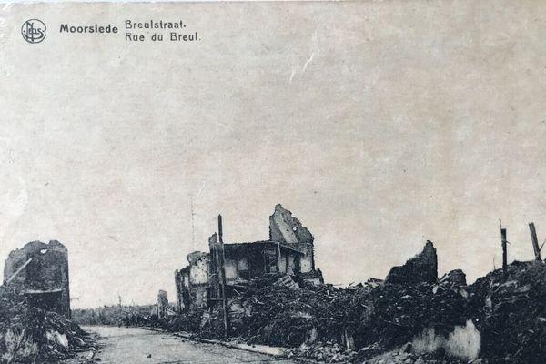 Les ruines de la ville flamande de Moorslede pendant la guerre de 14