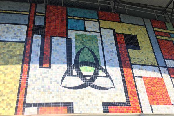 Une façade en mosaïque que l'on remarque forcément quand on traverse le quartier du Grand Parc
