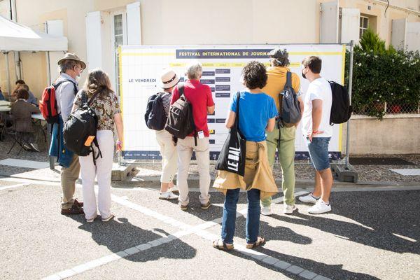 Le public et les professionnels se retrouvent lors de rencontres et débats qui animent cette 3e édition du Festival de Journalisme de Couthures-sur-Garonne.