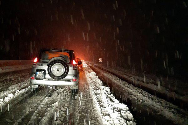 Des automobilistes piégés par la neige mardi soir (12 janvier 2021) dans l'Ain - illustration archives