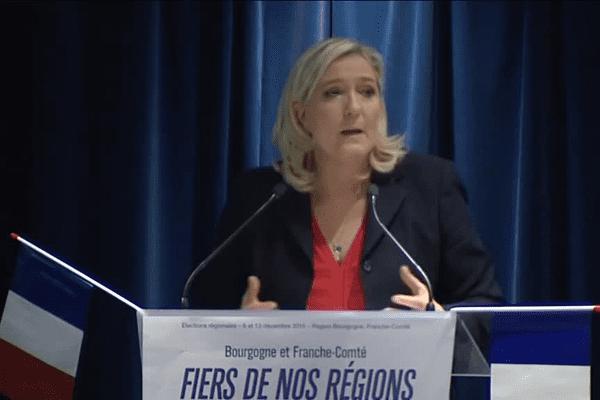 Marine Le Pen est venue soutenir la candidate du FN Sophie Montel aux élections régionales