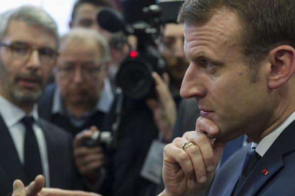 A l'occasion du repas républicain organisé au lycée hôtelier de Chamalières, dans le Puy-de-Dôme, 22 élus auvergnats de tout bord ont interpellé le président de la République, sur la question de la ligne à grande vitesse Paris-Clermont-Ferrand-Lyon.