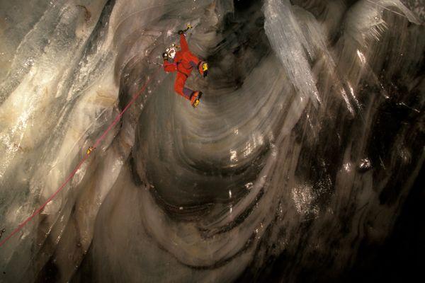 Le skieur est tombé dans les cascades de glace souterraines du Chourum du Clot, situé à Dévoluy, dans les Hautes-Alpes.