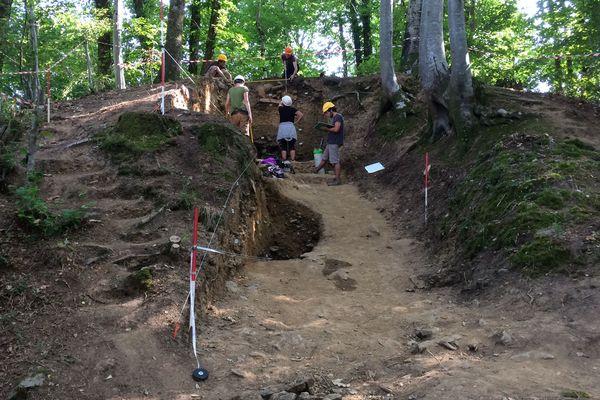 L'équipe de la DRAC de Nouvelle Aquitaine travaille depuis plus d'un mois pour déterrer des vestiges d'antan.