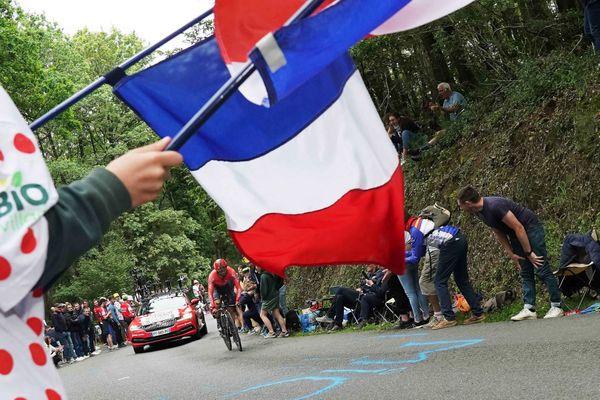 Des spectateurs encouragent les coureurs - Photo d'illustration