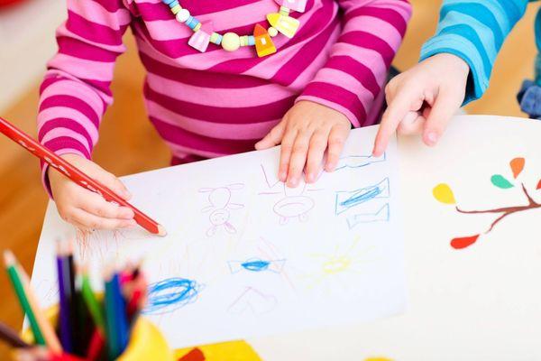 Illustration - Selon Me Amas, on enlève tout à l'enfant lors d'un placement : les activités scolaires, le sport, les copains de classe, les grands-parents...