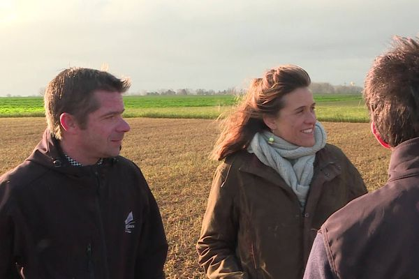 Grâce à ce calendrier de l'Avent, les Jeunes agriculteurs souhaitent faire découvrir au public un producteur et une recette locaux chaque jour (ici Guillaume Clop et Laure Poupart).