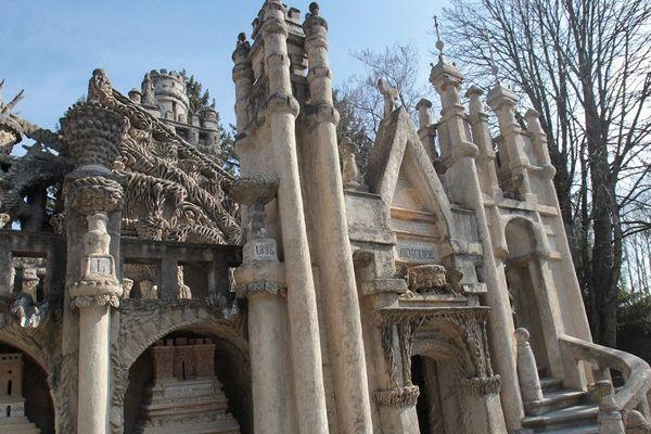 A Hauterives, dans la Drôme, le Palais Idéal du Facteur Cheval