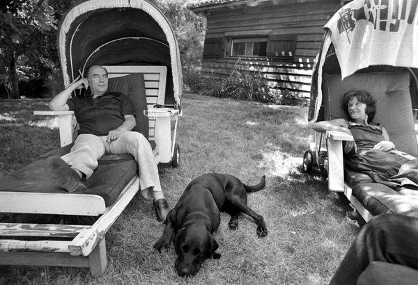 Ici en vacances à Latché (Landes), Danielle et François Mitterrand se sont connus en 1940 à Cluny.
