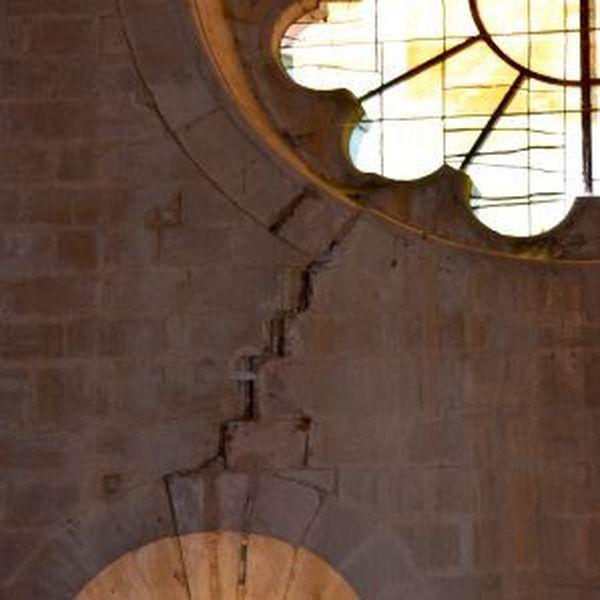 Fissure à l'intérieur de l'édifice