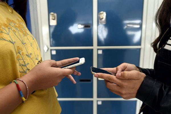 L'utilisation excessive des écrans peut entraîner des troubles importants chez les adolescents.