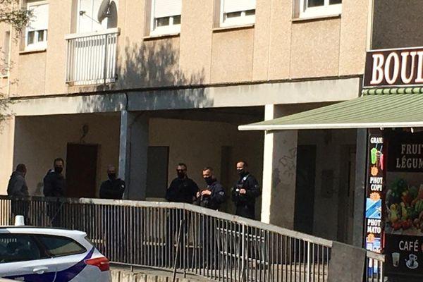 L'intervention de la police s'est déroulée rue Jean Franco, dans le quartier de La Devèze à Béziers, 5 femmes ont été interpellées - 3 avril 2021.