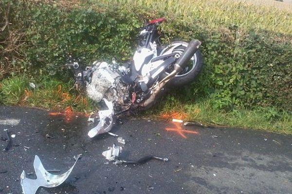 Un motard âgé de 41 ans s'est tué dans une collision frontale avec un poids lourd à Fié dans la Sarthe