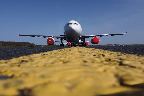 133 procès verbaux ont été dressés contre trois compagnies de l'aéroport Toulouse-Blagnac n'ayant pas respecté les protocoles de décollage. Ces modifications de couloirs aériens ont impacté des villes jusqu'alors non concernées par les nuisances sonores liées au trafic du ciel. archives.