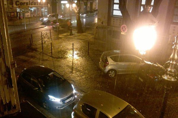 28/11/14 - Intempéries en Corse - Bastia sous des trombes d'eau à 17h20