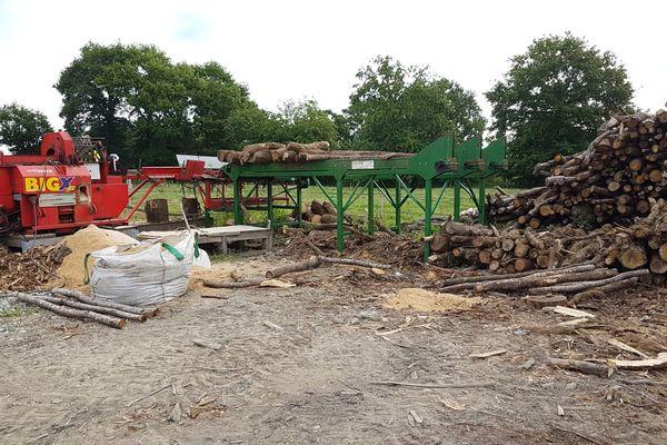 Les entreprises de bois de chauffage ne chôment pas, particulièrement en été !