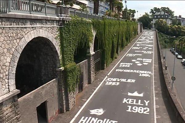 Le tour de France s'imprime sur l'asphalte à Pau
