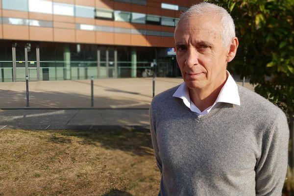 Michel Canis décrit un système hospitalier régit par la logique financière.