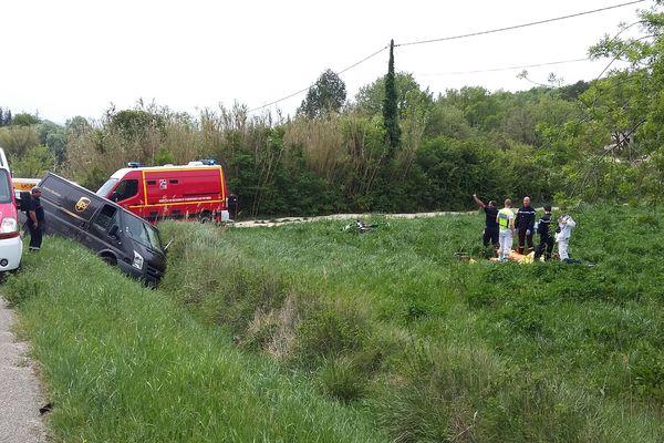 Barjac (Gard) - un accident entre une moto et une fourgonnette a fait 3 blessés, dont un grave, le pilote de la moto - 11 avril 2017.