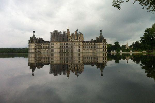 Le château de Chambord (Loir-et-Cher) encerclé par les eaux