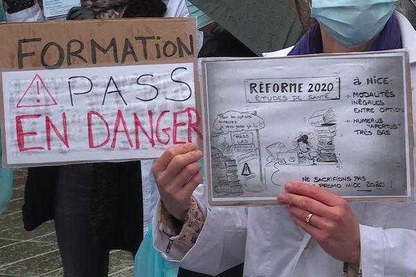 Manifestation à Nice contre la réforme 2020 des études de santé.