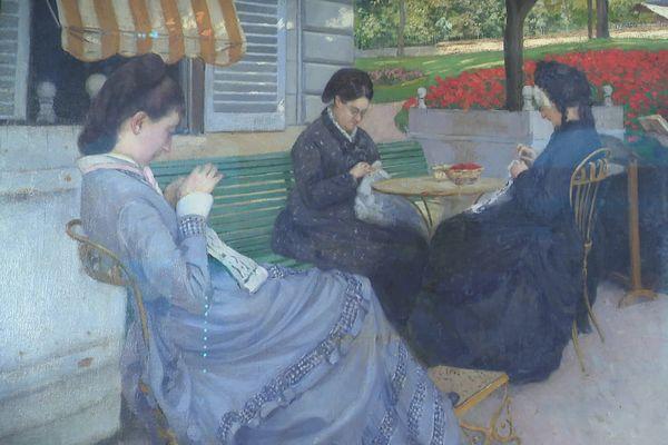 Dans le jardin de la résidence familiale, les femmes de la famille Caillebotte à l'ouvrage.