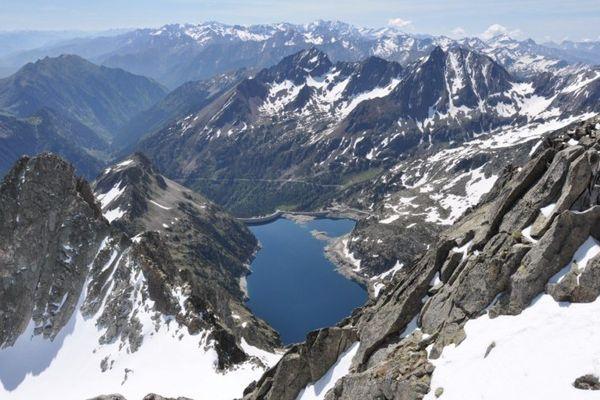 Le Pic du Néouvielle, une réserve naturelle nationale, gérée par le Parc National des Pyrénées.