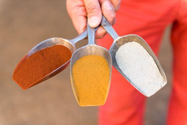 Le savoir-faire du moulin à couleurs: l'Art de mélanger différentes terres, différents pigments pour un choix infini
