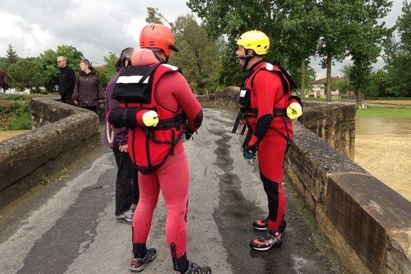Les plongeurs se préparent dans el gers à Pavie