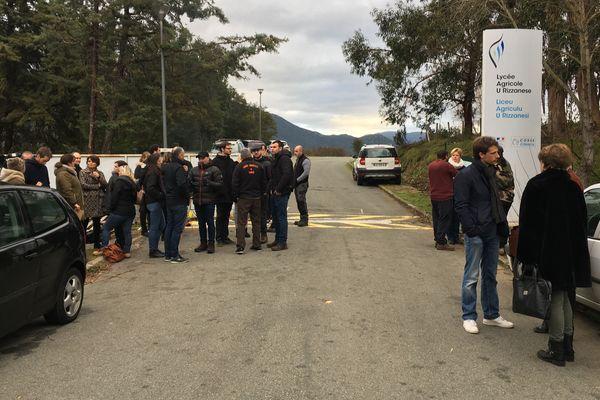 Deuxième action d'enseignants du lycée agricole de Sartène pour la sauvegarde des postes de contractuels.