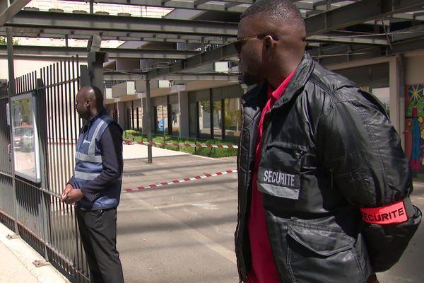 Pour que les élections européennes se déroulent au mieux à Lyon, dimanche 26 mai, des renforts de sécurité sont déployés avec la présence de vigiles à l'entrée de chaque bureau et des patrouilles de police.
