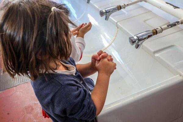 <p>Le protocole sanitaire évolue dans les écoles avec l'arrivée des nouveaux variants.</p>