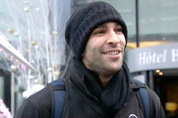 Désormais habitué au soleil espagnol, Adil Rami (Valence) n'a pas oublié son bonnet pour son grand retour à Lille.