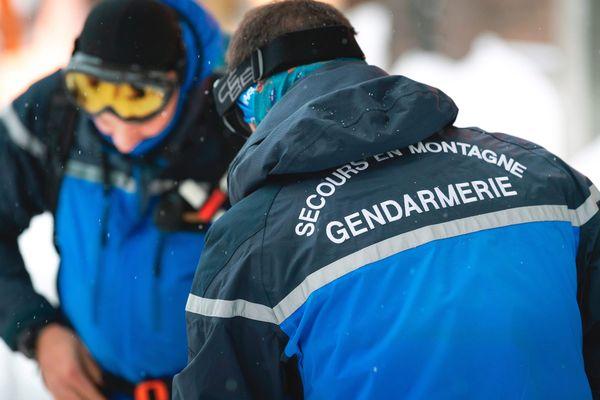 Après le sauvetage difficile de deux skieurs randonneurs emportés par une coulée de neige dans la vallée de Chaudefour dans le Sancy ce samedi 24 janvier, les gendarmes du PGM appellent à la vigilance face aux risques d'avalanche.